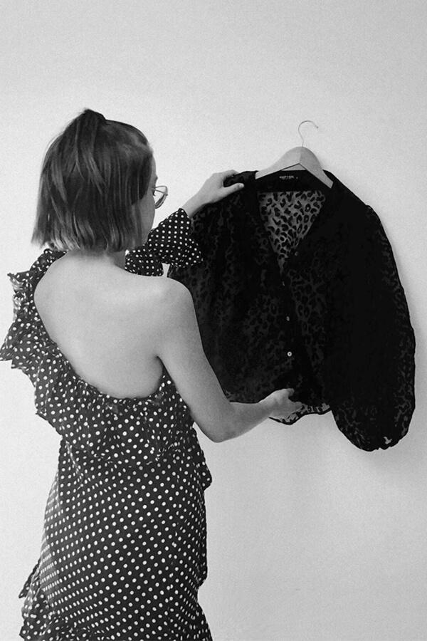 wardrobe cleanse tutorial by clothes stylist Deni Kiro
